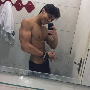 Eric Gustavo Oliveira on Guys With iPhones